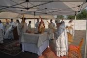 На месте будущего храма-на-крови в Беслане впервые совершена Божественная Литургия